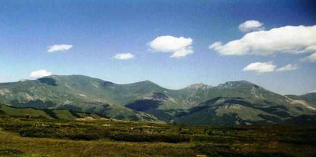Dosya:Šar Mountains, view from the Republic of Macedonia.jpg